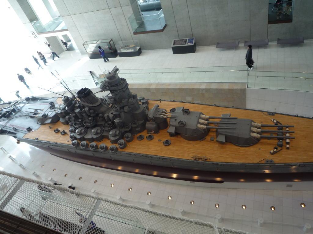 大和ミュージアム 戦艦大和 印象的に思うことは、木の甲板がとても綺麗です。艦橋部分、アンテナ部分